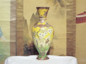 Satsuma kinkozan large vase with garden and butterflies
